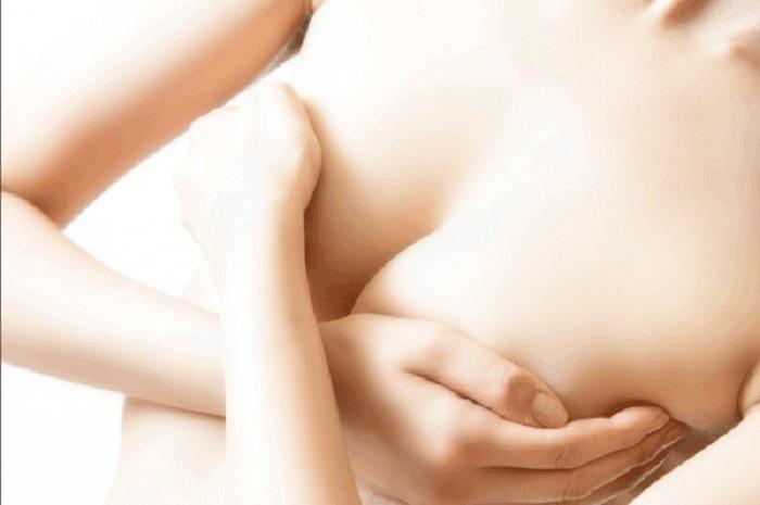 Để ngực không bị chảy xệ sau sinh