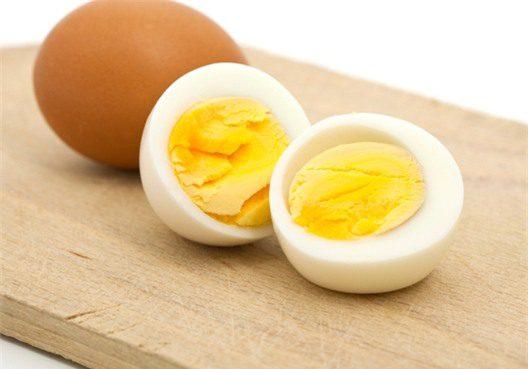 Trứng gà làm căng da mặt