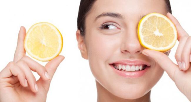 Xóa nếp nhăn vùng mắt bằng trái cây