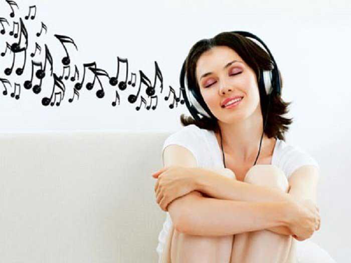 Nghe nhạc nâng ngực có hiệu quả không