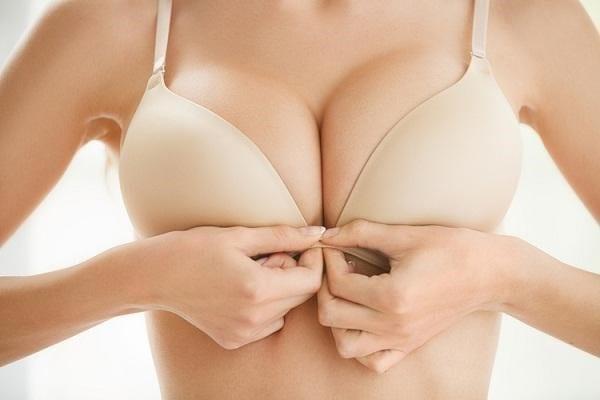Hút mỡ ngực